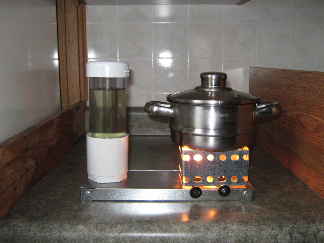 vegetable oil stove by Lodge-Tech